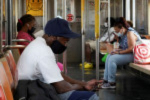 Picture of U.S. commuters uneasy as Delta variant threatens return to workplaces