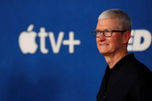 Picture of Apple's Cook says he will talk with U.S. official on immigration