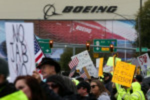 Picture of Boeing workers stage protest near Seattle over U.S. vaccine mandate