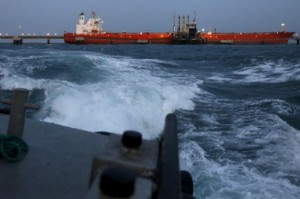 Picture of Iranian supertanker departing from Venezuela to transport heavy oil